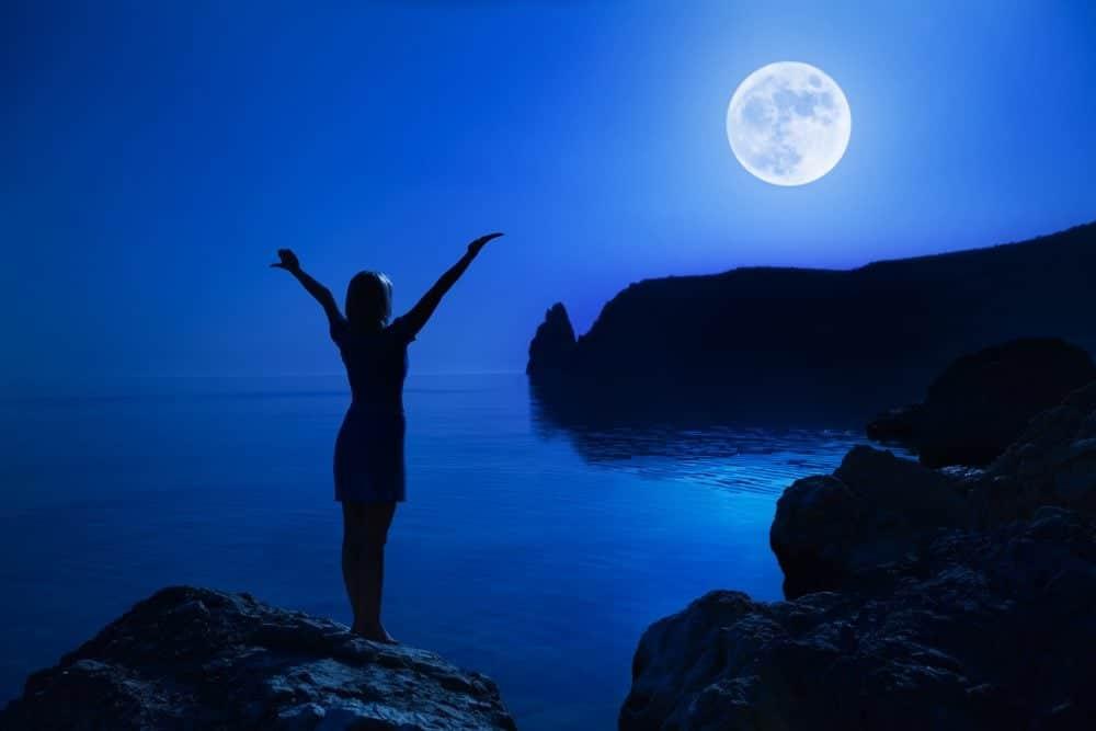 Pleine Lune du 31 octobre : une lune bleue qui libère